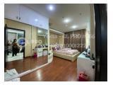 Kamar Tidur Utama, lantai parkit, plus kamar mandi dalam